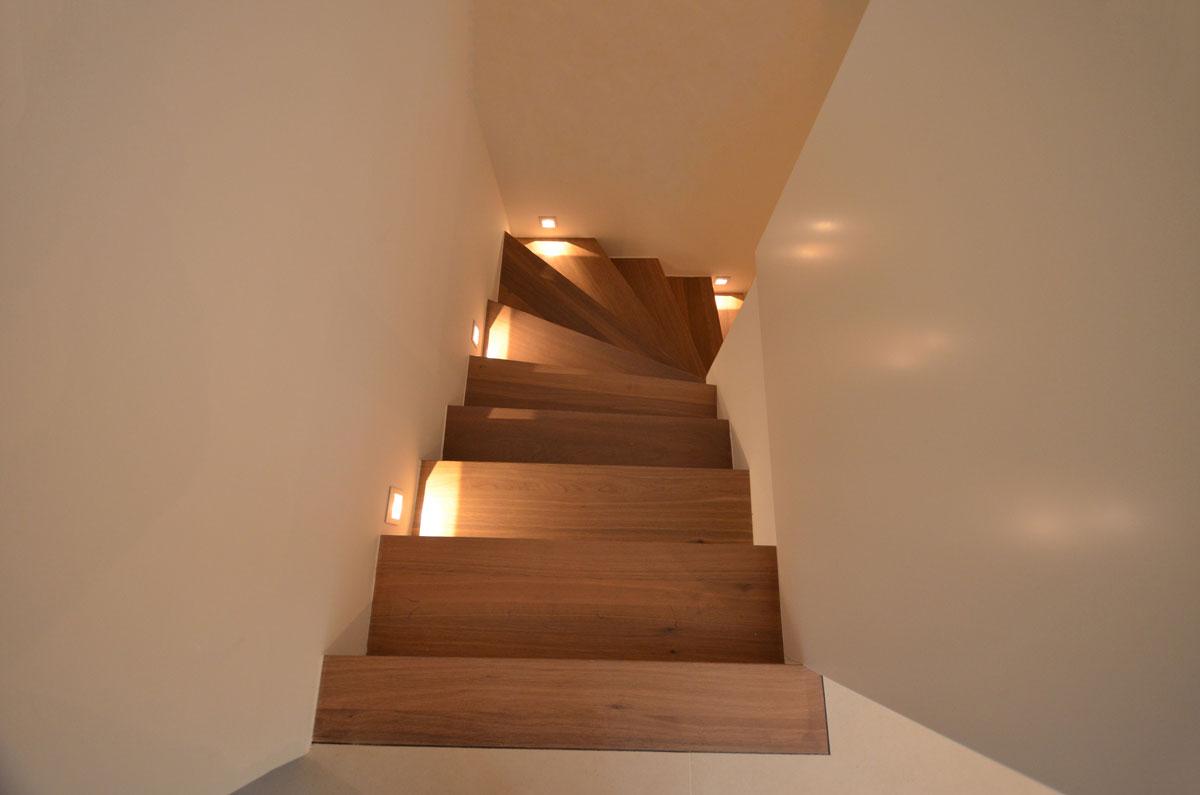 moderne holztreppe mit glasgel nder treppenbau diehl in frankfurt. Black Bedroom Furniture Sets. Home Design Ideas