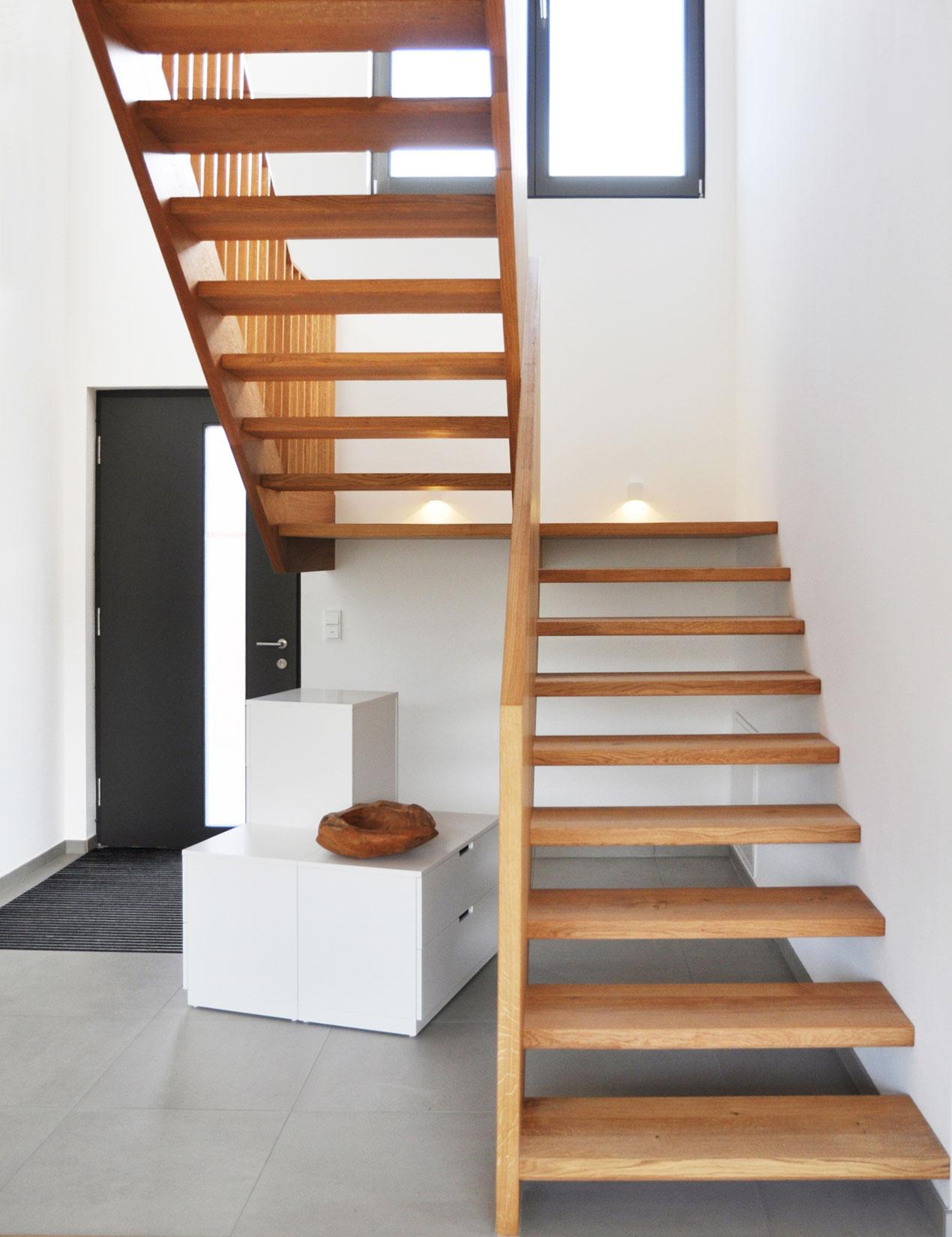 holztreppe im handwerklichen stil treppenbau diehl in frankfurt. Black Bedroom Furniture Sets. Home Design Ideas