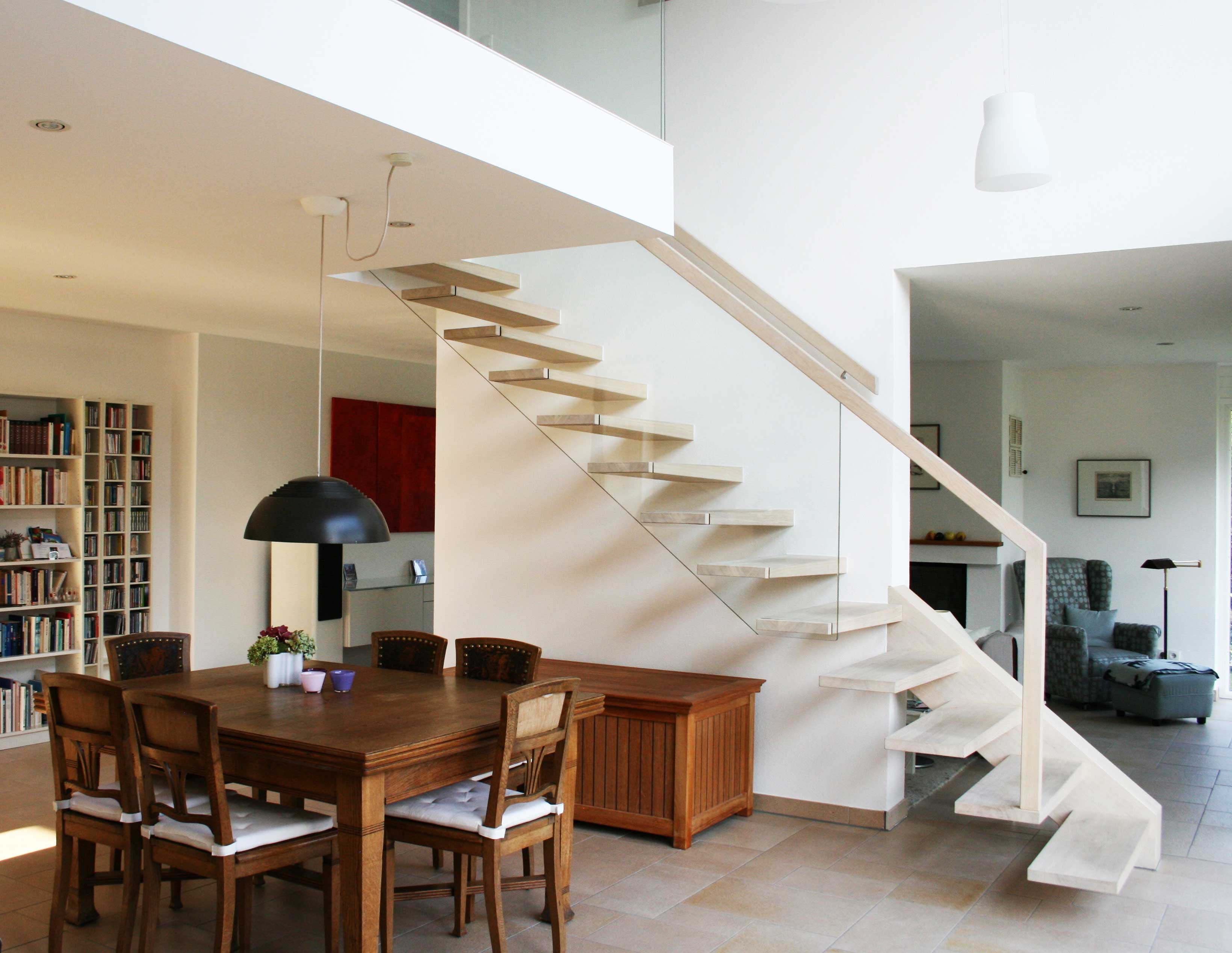kragarmtreppe mit echtglasgelaender in lohr a m. Black Bedroom Furniture Sets. Home Design Ideas